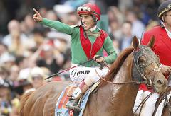Kentucky_Derby_Winner_2011.jpg