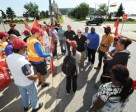 Locked out OLG workers outside Woodbine Racetrack. (CNW Group/Unifor)
