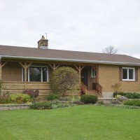 OTTAWA - 22 ACRES, BUNGALOW AND BARNS