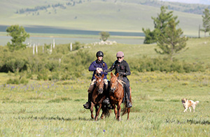 Ed Fernon and Barry Armitage jointly won the 9th Mongol Derby. Photo by Julian Herbert @ Mongol Derby 2017.